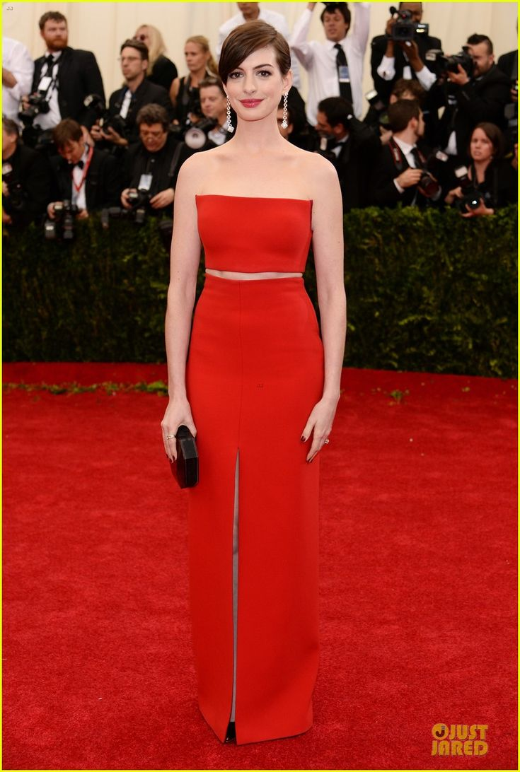 Anne Hathaway | #MetGala | bustier and skirt by Calvin Klein.  Met Gala 2014.