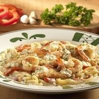 Olive Gardens Chicken Or Shrimp Carbonara By Aldo Diaz Made This Tonight But Used 2 Jars Of