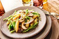 Schupfnudeln, Champignons, breite grüne Bohnen, rote Zwiebeln, Butter, Knoblauch