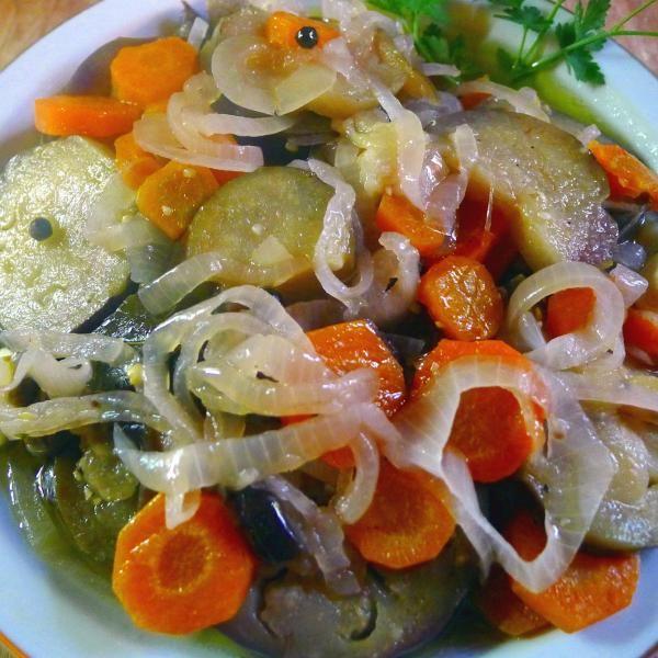 Aprende a preparar berenjenas en escabeche con verduras con esta rica y fácil receta.  El escabeche es un tipo de adobo que se preparara con aceite o vinagre con la...