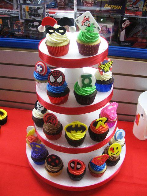 #superhero cupcakes ... Really loving the design !!  Also neat. Loe the Joker cupcakes!