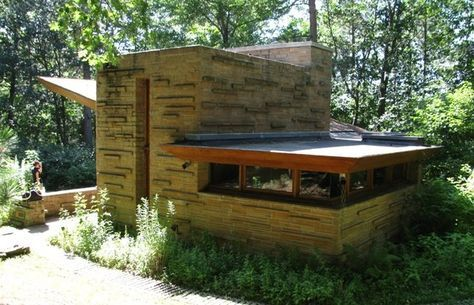 Seth Peterson Cottage. 1958. On Mirror Lake in Lake Delton, Wisconsin. Frank Lloyd Wright Usonian.