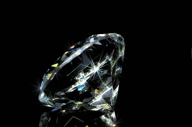 Naturalny diament o masie 7.01 ct, barwie D i czystości IF z międzynarodowym certyfikatem autentyczności za 2 853 788,00 zł.  Szlif: Doskonały  Symetria: Doskonała  Polerowanie: Doskonałe   http://allegro.pl/hurt-e-diamenty-diament-brylant-7-01ct-d-if-gia-i6038433724.html