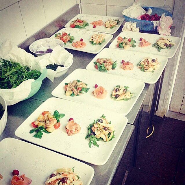 Insalata catalana, insalata di mare, salmone marinato ai frutti di bosco!