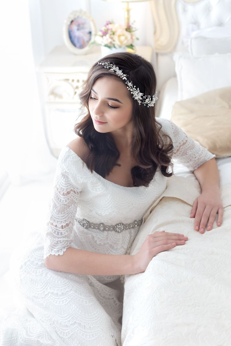 Flower Wedding Hairpiece by TopGracia #topgraciawedding #bridalhairaccessories #weddingheadband