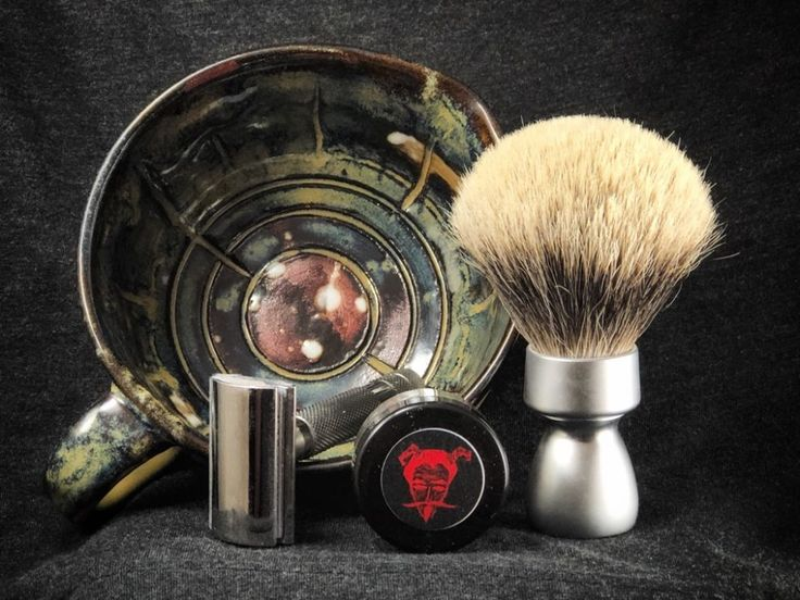 #SOTD #samplesaturday #wetshaving #shavelikegrandpa Razor: Rockwell 6c on 3 Blade: Rapira Platinum Lux Brush: Yaqi Silvertip Badger Soap: Barrister and Mann Gothique Fougere Other: Thirsty Badger lather bowl