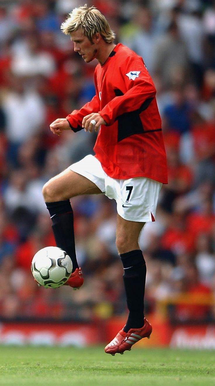 Ex-Red David Beckham shows off his skills in front of the Old Trafford faithful before @manutd's game against West Brom in 2002.