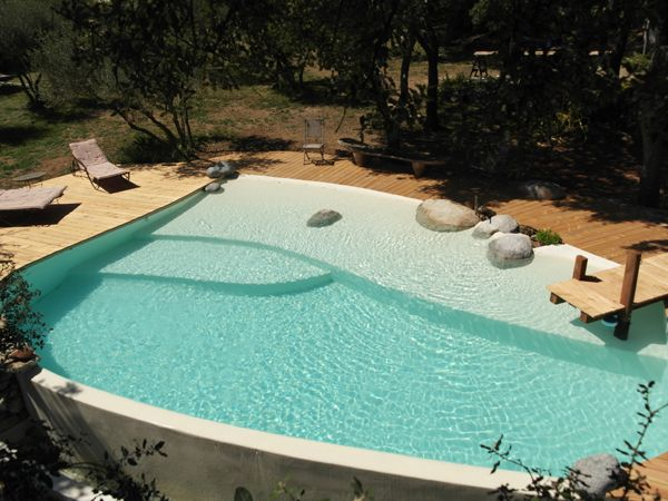 Piscine traditionnelle marinal forme libre finition b ton for Piscine traditionnelle