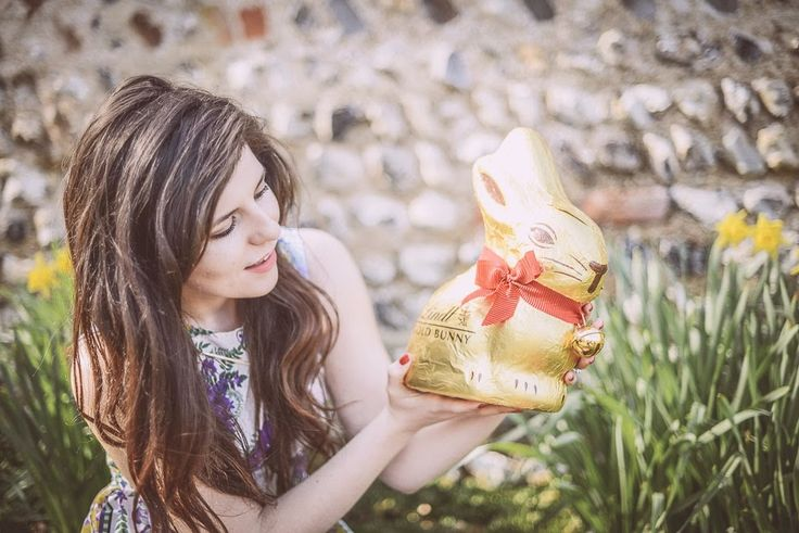 Giant 1kg Lindt Chocolate Bunny for Easter #GoldBunny