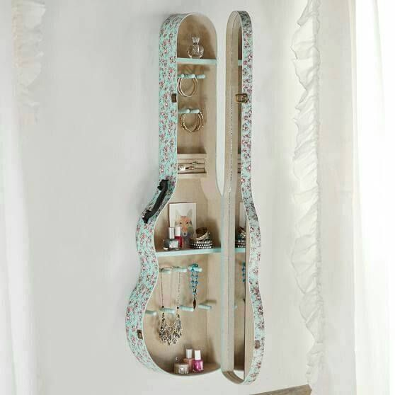 Les instruments de musique ne sont pas qu'un plaisir pour nos oreilles, ils peuvent l'être aussi pour nos yeux! Voici quelques idées de décoration trouvées à partir d'une guitare, d'un trombone, d'un tambour et même d'un piano!