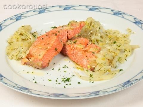 Salmone confit con finocchi ed erbe: Ricette di Cookaround | Cookaround