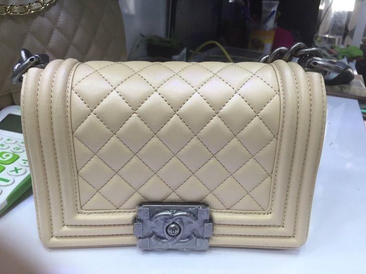 Réplica de Bolsa Chanel Le Boy Mini Couro - Linha Premium  TOP PREMIUM  Réplica de Bolsa TOP, compre no cartão em 12x ou à vista com desconto.   Acesse: www.replicasdebolsa.com.br