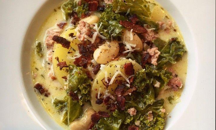 Italiensk bondsoppa med salsiccia, grönkål och mycket mer! Man kan inget annat än att älska italiensk mat. Multo buono!