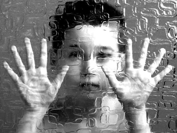 """Mito: El niño con autismo y su complejo mundo interior... Aquí no hay un niño atrapado en su """"rico mundo interior""""... """"El autismo desde dentro: modelos explicativos y pautas de intervención"""" http://info-tea.blogspot.com.es/2011/05/mito-el-nino-con-autismo-y-su-complejo.html"""