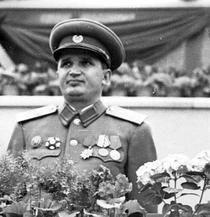Ceausescu in uniforma 1 mai 1953