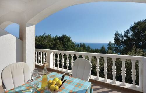 Apartment Ivan Dolac with Sea View IV Ivan Dolac Located in Ivan Dolac, this air-conditioned apartment is 45 km from Split. The property features views of the sea is 36 km from Makarska.  The kitchen is fitted with a refrigerator. A TV is available. There is a private bathroom with a bath or...