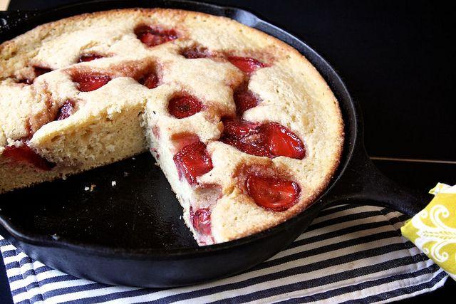 roasted strawberry buttermilk cakeButtermilk Cake, Cake Recipe, Buttermilk Skillets, Strawberries Cake, Roasted Strawberries, Strawberries Buttermilk, Skillets Cake, Iron Skillets, Cast Iron Pan