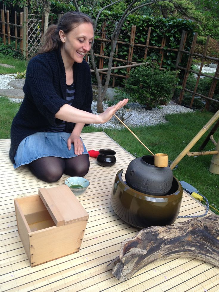 Making tea in Carlo & Anne Lises beautiful garden!