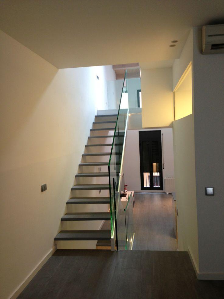 Detalle escalera en vivienda entre medianeras