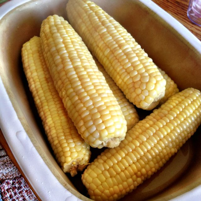 Corn done easy in your Deep Covered baker! 6-8 ears 1/4 cup of water 12-15 minutes covered in microwave!!! Stone keeps it hot on the table too! Love the Pampered Chef Deep Covered Baker!