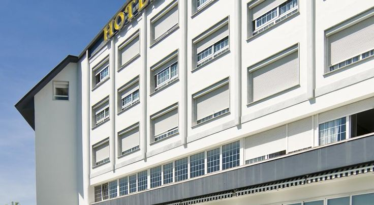 Hotel Avenida San Sebastián Hotel Avenida is located on Mount Igueldo overlooking San Sebastián. There is a swimming pool in the hotel´s garden and free access to the fitness centre.  All rooms have a private bathroom and free Wi-Fi.