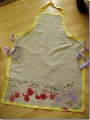 SOo cute, make your own apron and put kids handprints on and give it to grandmas for mothers day gifts
