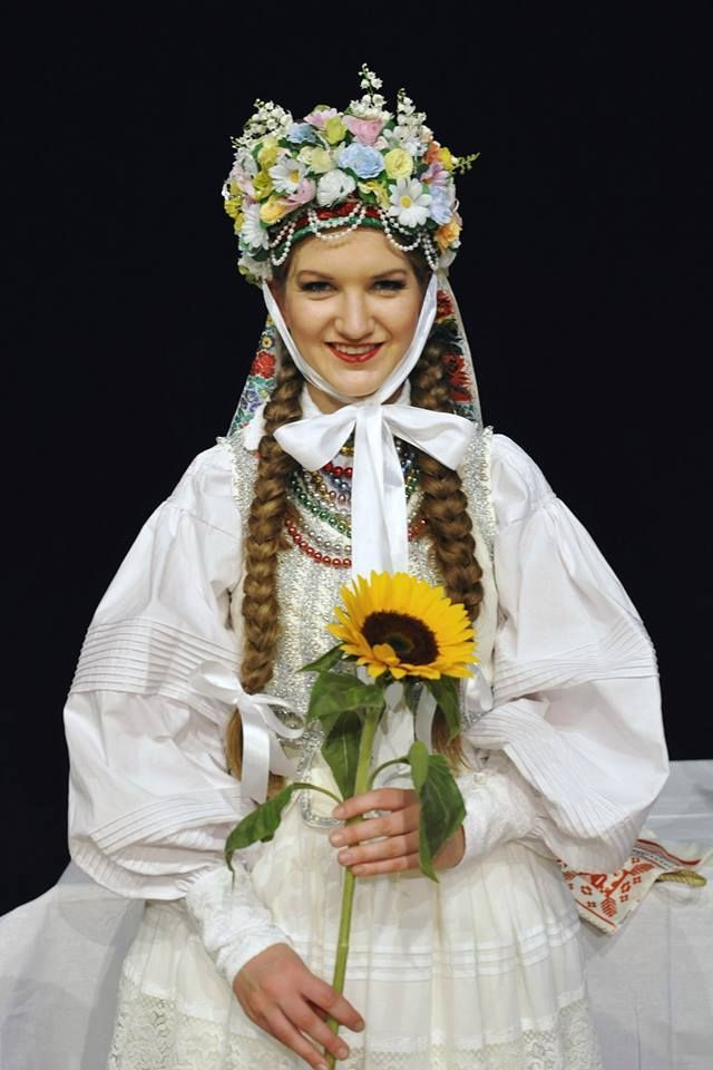 Traditional flower crowns from Poland. Lublin/Krzczonów costumes.