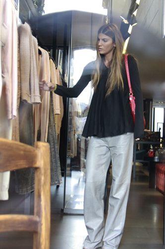 Le foto di Bianca Brandolini D'Adda: senza trucco e look trasandato per lo shopping da Dolce & Gabbana - foto - Virgilio Gossip