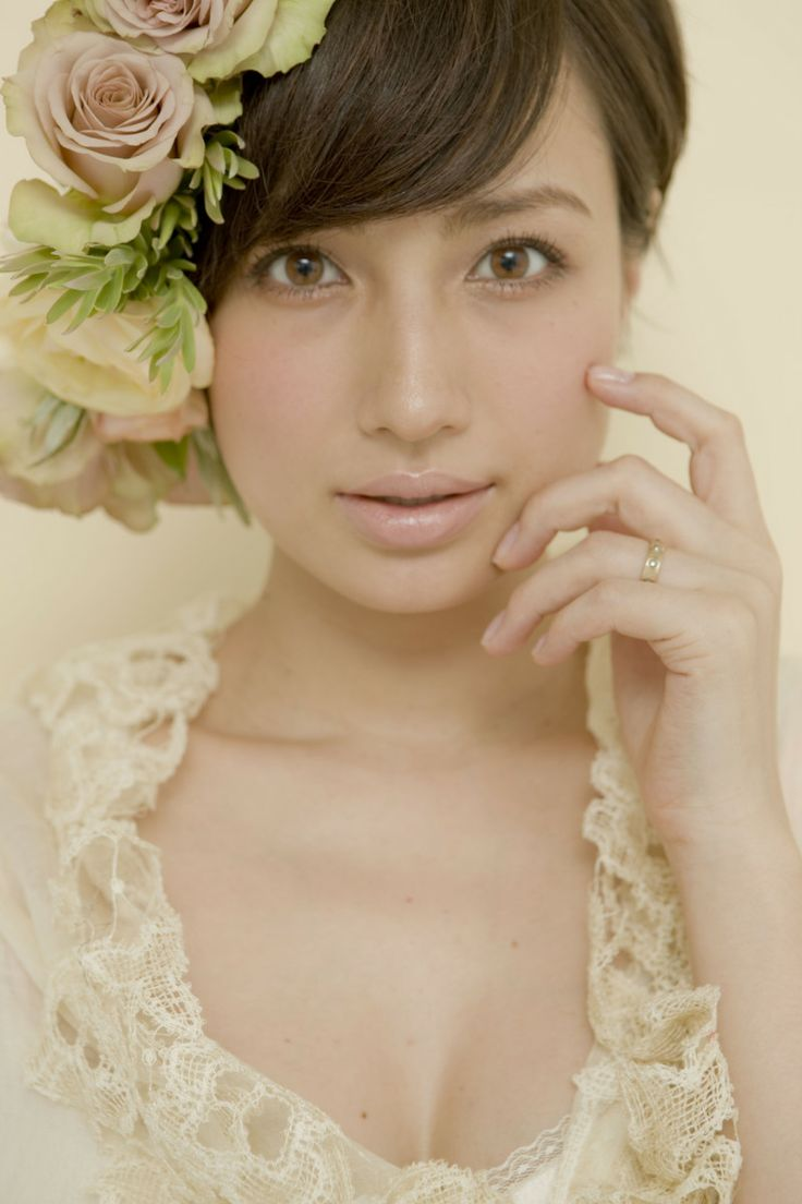 瞳がとても綺麗な佐田真由美。