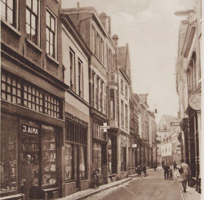 Lange Bisschopstraat Deventer (jaartal: 1920 tot 1930) - Foto's SERC