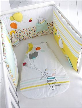 Plein de surprises pour des réveils ludiques, ce tour de lit aide bébé à s'éveiller au monde qui l'entoure ! DIMENSIONS : demi tour de lit : 180x40 c