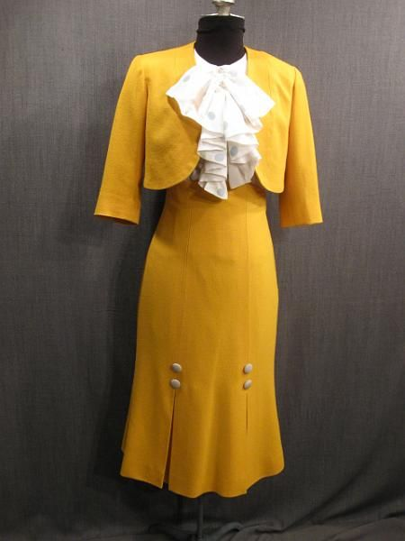 Suit Womens 1930s yellow crepe B36 W27 H36.JPG