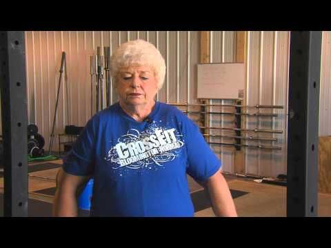 What an inspiration for older folks! 73-year-old grandmother of three sets powerlifting record - YouTube