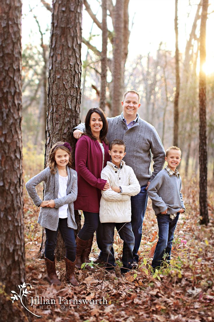Fall Family Portrait session. Jillian Farnsworth Photography, Saint Louis, MO. family pose, family of five, three children, kids and parents, posing, family photo idea, family portrait