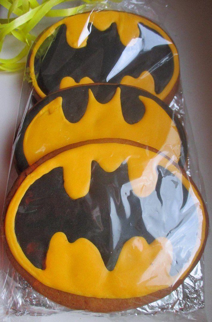 """логотип """"Бэтмена"""" Пряник."""