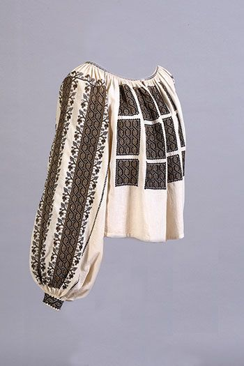 "NEW YORK – The Ukrainian Museum is presenting a unique cross-cultural exhibition in which Romanian and Ukrainian folk textiles will be displayed side by side for the aesthetic appreciation of museum visitors and to deepen scholarly understanding. ""Carpathian Echoes: Traditional Textile Materials and Technologies in the Carpathian Mountains of Romania and Ukraine"" comprises common textile […]"