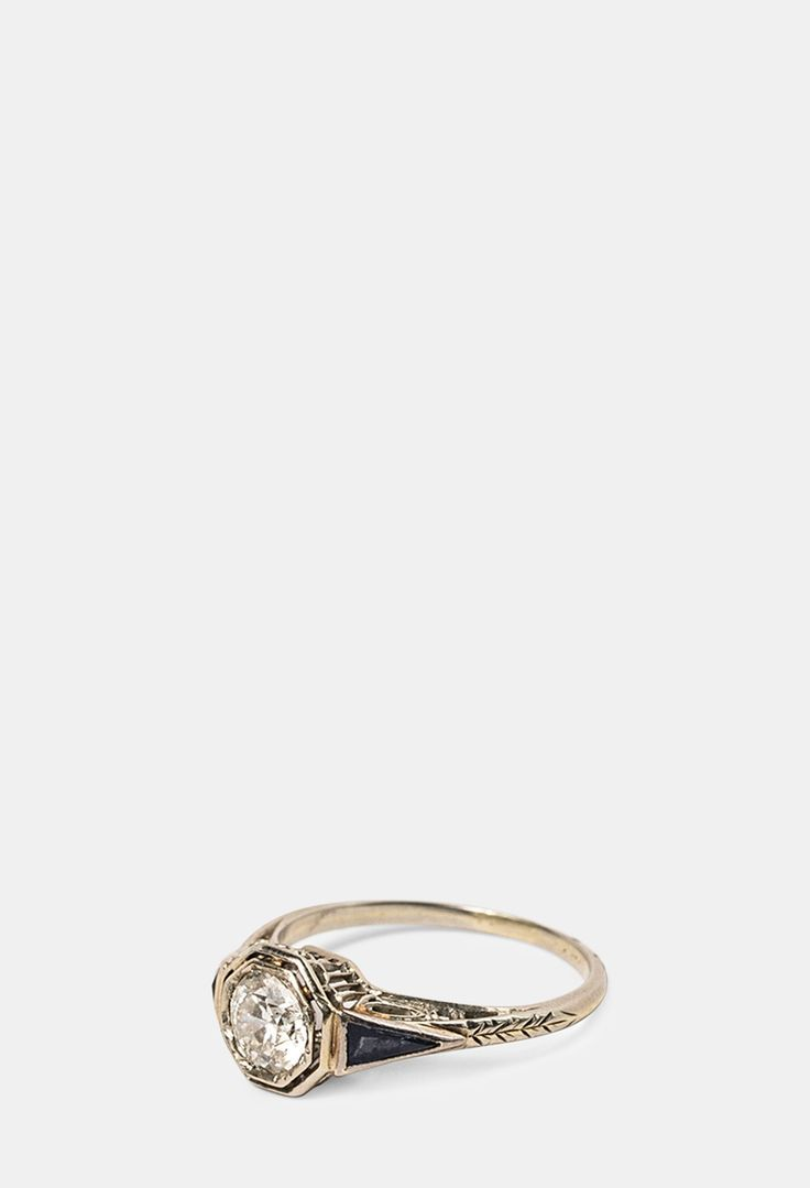 10 vintage engagement rings. This one is from the1920s.