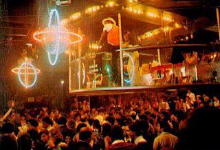 """Em 1978 a febre das discotecas é incentivada  pelo filme   """"Os Embalos de Sabado à Noite"""" e da novela """"Dancin' Days"""""""