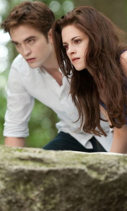 Twilight: Breaking Dawn – Part 2 - Edward Cullen & Bella Swan (Robert Pattinson and Kristen Stewart)