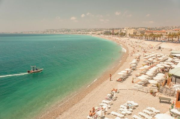 Nice, it's private and public beaches near from the old town and the Promenade des Anglais.: The Beach, Photo