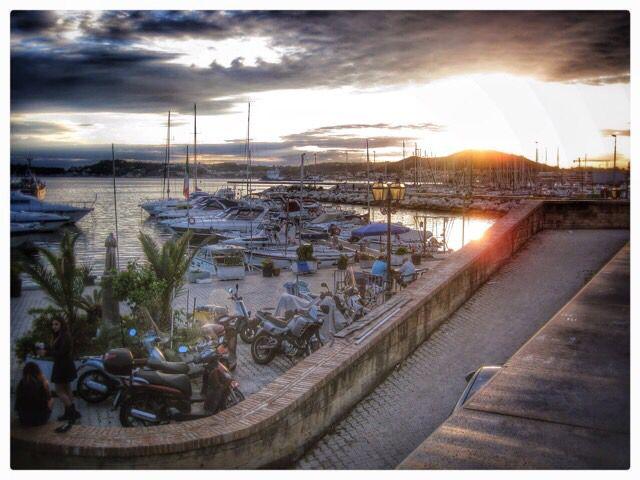 Tramonto sul porto dì Pozzuoli, barche, Monte Nuovo, porto , mare.....