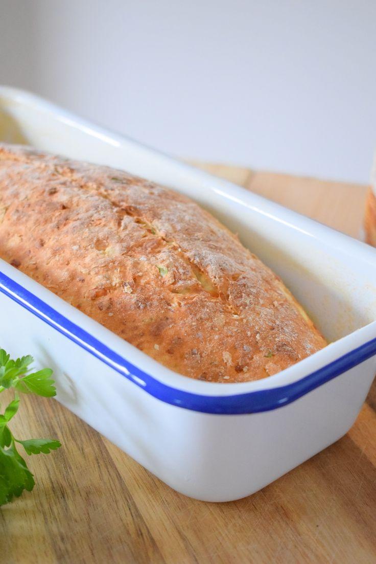 Endlich schaffe ich es euch das Rezept für das Käse-Buttermilch Brot aufzuschreiben.Es ist so lecker und so einfach zu machen...