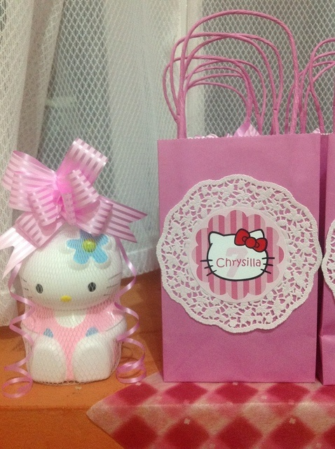 Favors at a Hello Kitty Party #hellokitty #partyfavors