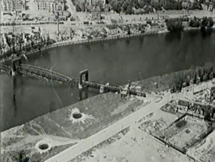 magdeburg nach der zerstörung | Luftbild der zerstörten Hubbrücke