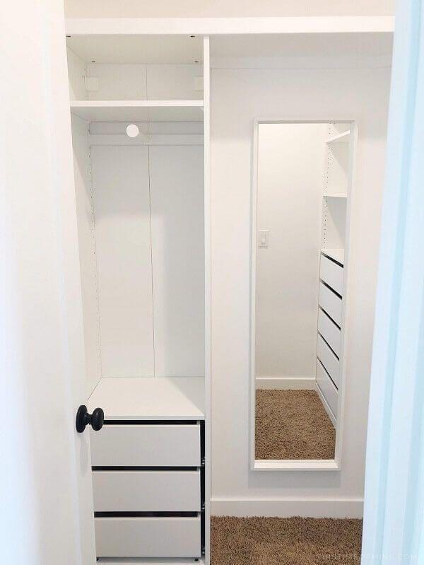 Kleiner begehbarer Kleiderschrank mit IKEA Pax