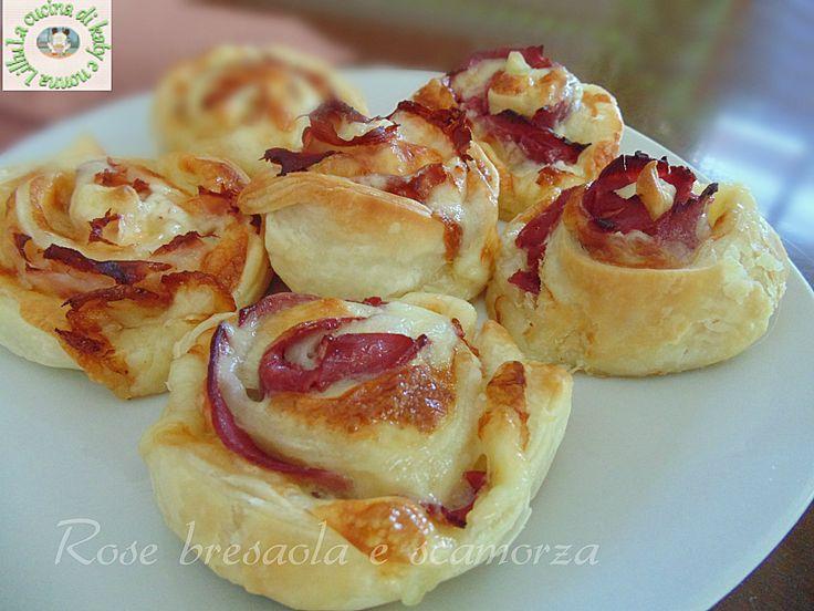 Le rose di sfoglia bresaola e scamorza sono dei salatini buonissimi e molto belli a vedersi e, cosa altrettanto importante, sono facili da fare :) Rose di