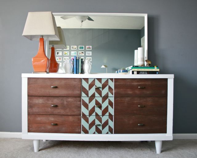 COOL and super easy Mid Century Modern furniture update! Herringbone Pattern Stencil by Royal Design Studio. Painted & stenciled furniture by Carrie of Dream Green DIY.