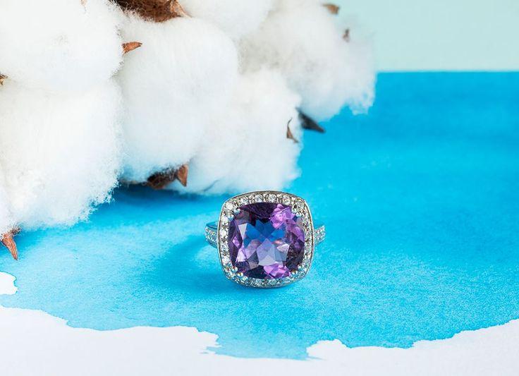 Magický ametyst a bílé zlato.  #klenotnictvipraha #zlatnictvipraha #sperky #prsten #zasnubni #snubni #wedding #engagement #diamant #diamantes #diamond #bluediamond #luxus #luxury #willyoumarryme #bridetobe #darecek #proradost #knarozeninam #fashion #kvyroci #zlato #gold #whitegold #bilezlato #svatba #zasnuby #rings #moda #klenotacz