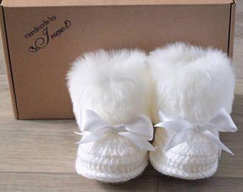Blanco zapatos de bebé botines - botines de piel sintética - bebé niña - regalo del bebé - bebé Crochet botines - botas de invierno recién nacido - Botines con lazos