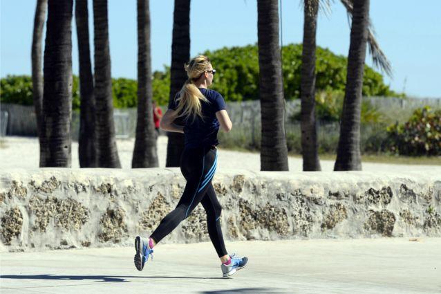 Vuoi perdere peso e tornare ad avere una forma perfetta? Prova la corsa! Inizia il tuo allenamento lentamente per far abituare il tuo corpo al nuovo sport, e aumenta la resistenza a poco a poco. Ecco tutti i consigli per correre nel modo giusto.